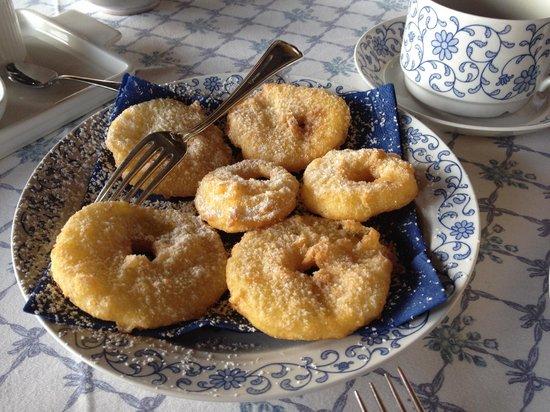 Eremo delle Grazie : Le frittelle a colazione, veramente buone.
