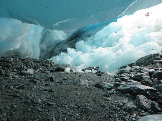 Fox Glacier Hiking Trails : inside the cave
