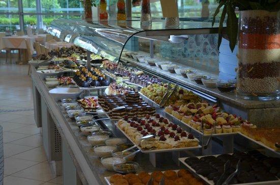Concorde De Luxe Resort: В ресторане