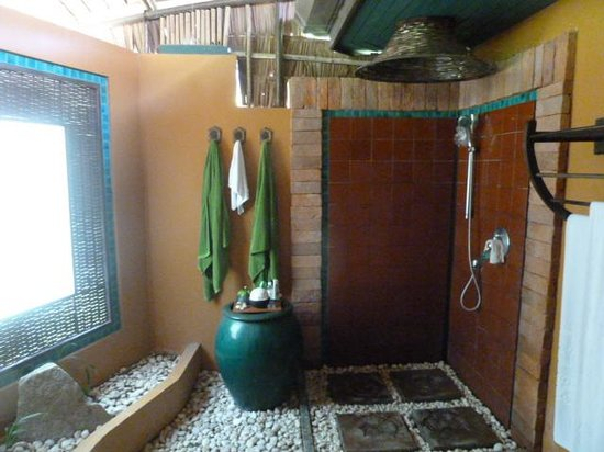 Mangosteen Resort & Ayurveda Spa : Lovely bathrooms