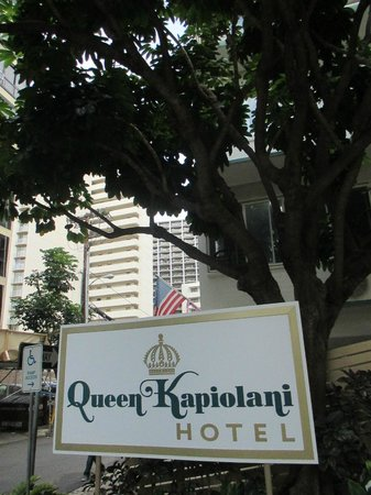 Queen Kapiolani Hotel: Outside the parking area
