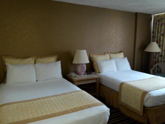 Queen Kapiolani Hotel: Beds