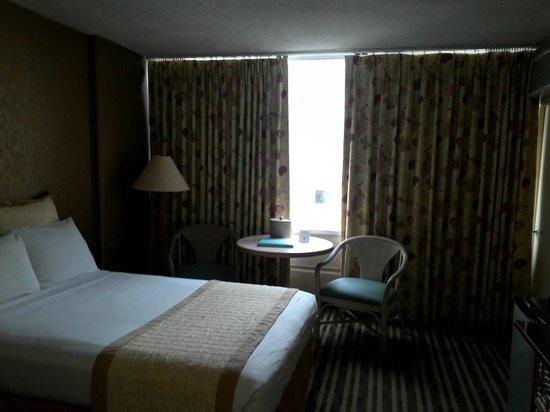 Queen Kapiolani Hotel: Room