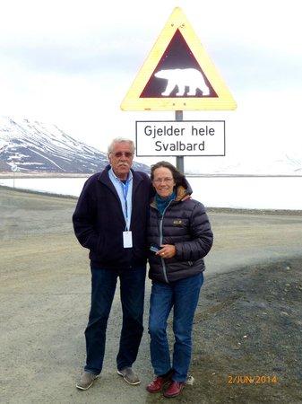 Spitsbergen Hotel: Isbjørn fare over allt