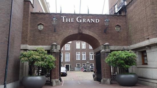 Sofitel Legend The Grand Amsterdam: Courtyard entrance