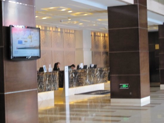 Doubletree by Hilton Shenyang: カウンター
