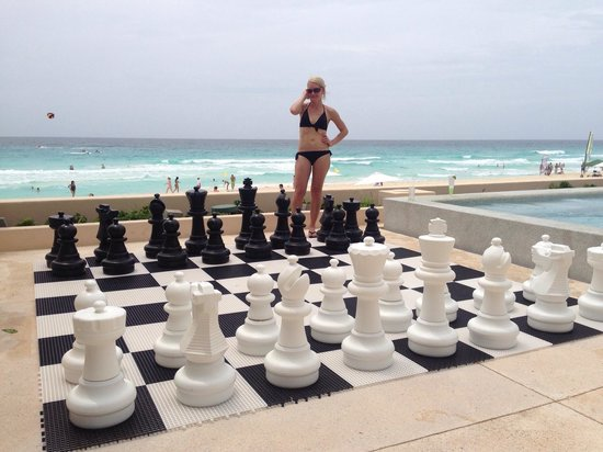 Secrets The Vine Cancun: Great place to play chess