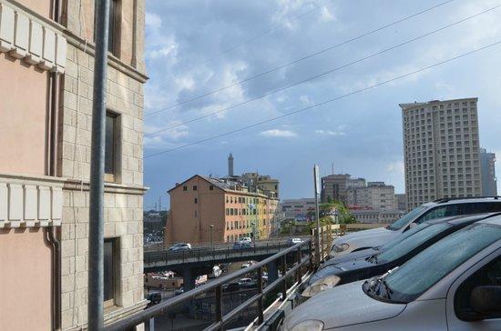 Holiday Inn Genoa City : parcheggio sul retro, corrispondente al terzo piano dell'hotel
