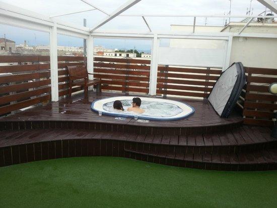 Venetia Palace Hotel: Whirlpool am Dach