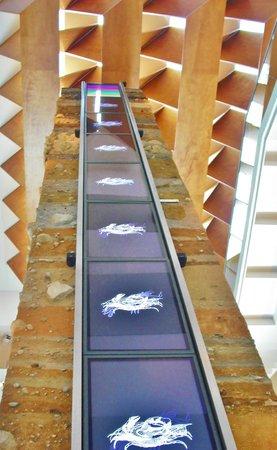 Museo de Almería: Stratografische Säule mit Querschnitten durch 16 Erdschichten