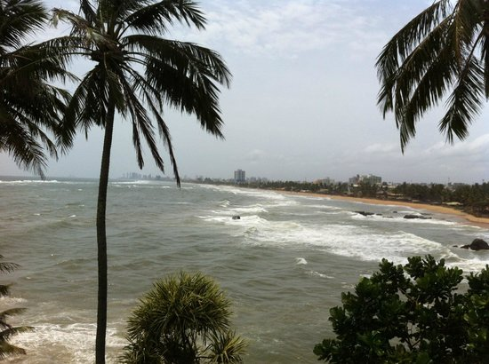 Mount Lavinia Hotel: Waves of Sea