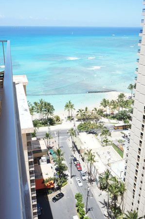 Pacific Beach Hotel: Waikiki Beach view from balcony