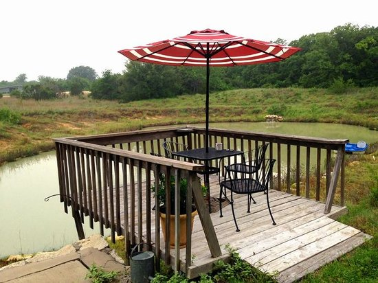 The BrierHouse Bed & Breakfast: The Deck, relax, read, watch the fish