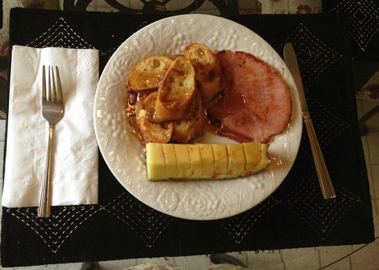 The BrierHouse Bed & Breakfast: Yum! Served in your dining area.