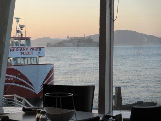 Franciscan Crab Restaurant : vue sue Alcatraz + coucher de soleil depuis notre table...