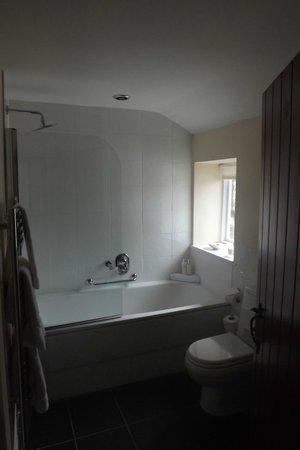 Sun Inn: Bathroom
