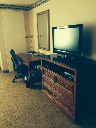 Hilton Garden Inn Bridgewater: Whirlpool King Suite