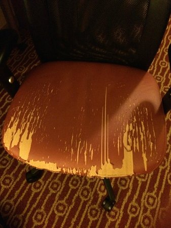 TownePlace Suites Chantilly Dulles South : The lovely desk chair in my room.