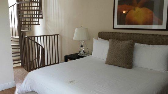 Kimpton Angler's Hotel : Pool Villa - Room 108: Bedroom on second level