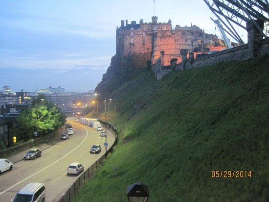 Apartment By Castle: Edinburgh Castle from the apartment