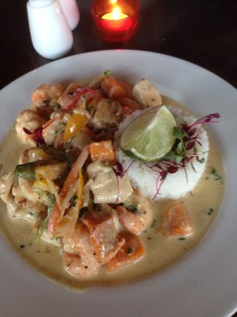 Jalons Restaurant: Thai green curry with butternut squash and sweet potato with the optional extra prawns and chick