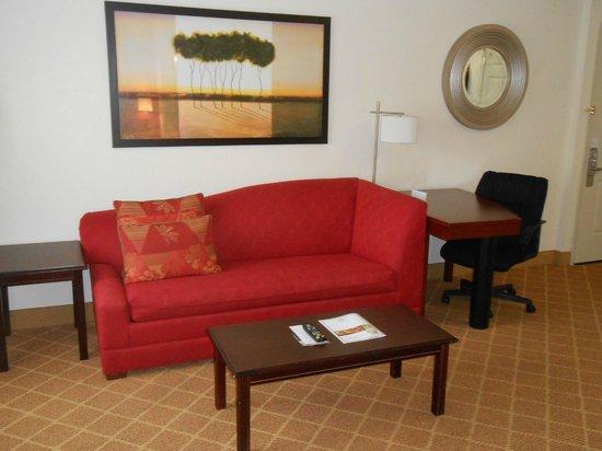 Residence Inn Fort Lauderdale Plantation: Desk and sofa bed
