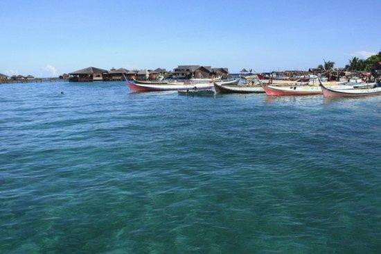 Scuba Junkie Mabul Beach Resort: side view of entrance