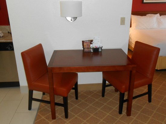 Residence Inn Fort Lauderdale Plantation : Table with seating for 2