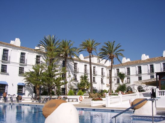 Hacienda Puerta del Sol: View from the poolside