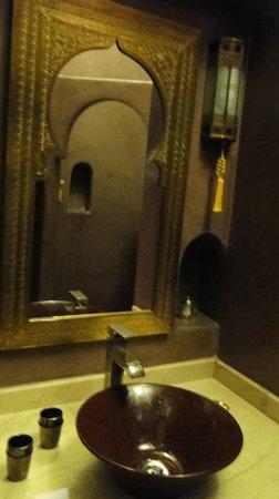 Riad Argan: bathroom