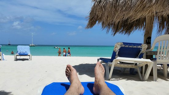 Hilton Aruba Caribbean Resort & Casino: Beach behind resort