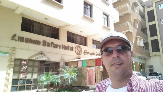 Lisamin Safari Hotel: In front of the hotel