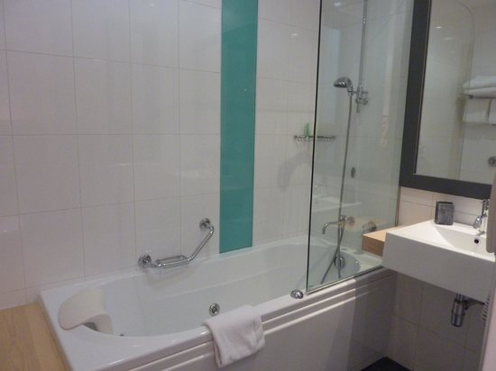 Hotel Juliani: The Bathroom
