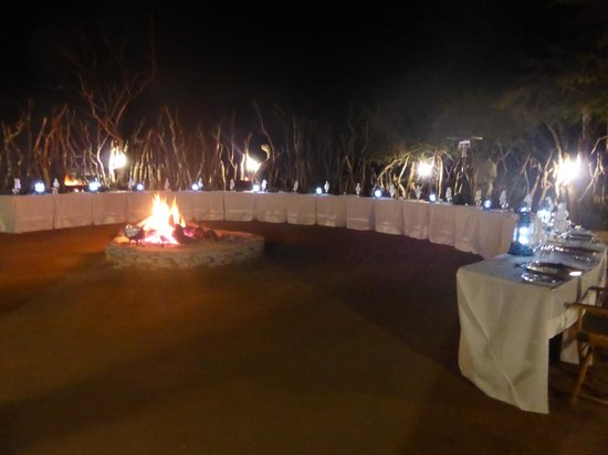 Karongwe River Lodge: One of the evening meal settings