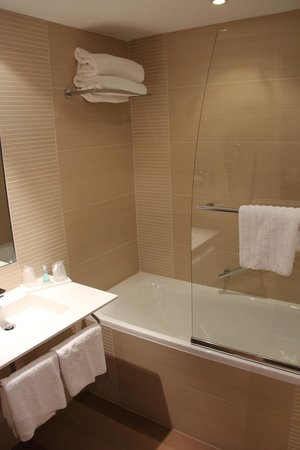 Holiday Inn Mulhouse : Guest room bath
