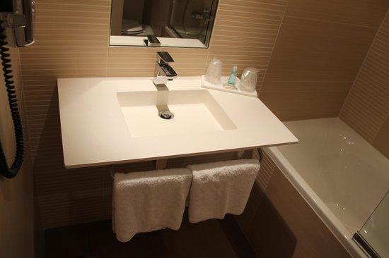 Holiday Inn Mulhouse : Guest room bath