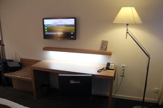 Holiday Inn Mulhouse : Guest room desk