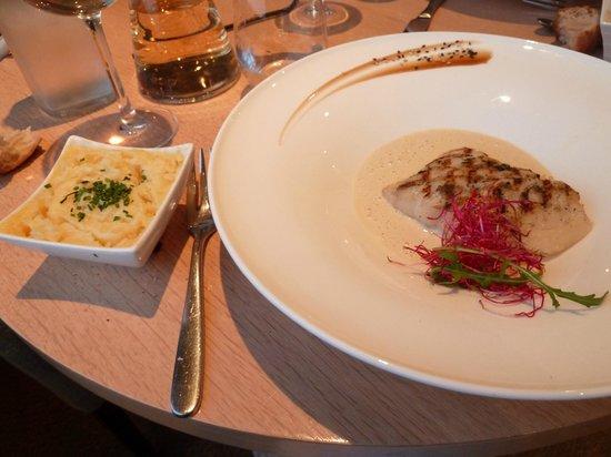 La Suite : Filet de lieu sauce beurre blanc / écrasée de pommes de terre