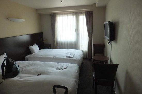 Camelot Hotel: the room