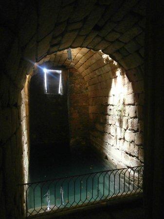 Roman Theater (Teatro Romano): Alcazaba: cisterna