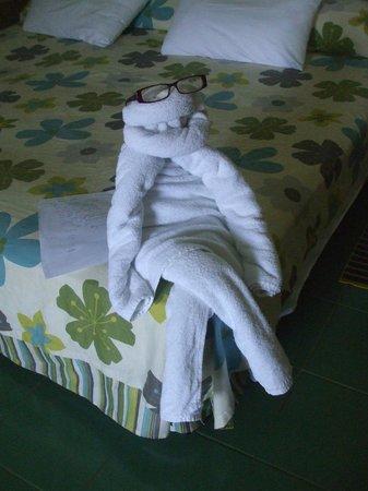 Hotel Playa Costa Verde: Towel art by Elzabeth