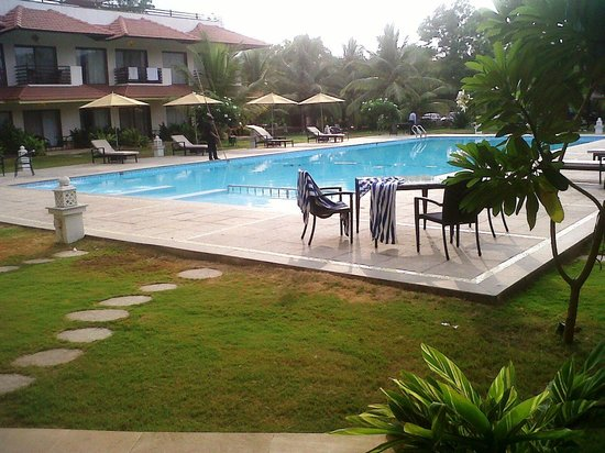 U Tropicana Alibaug : Pool area