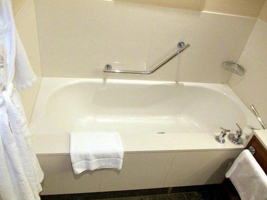 Sheraton Bratislava Hotel: Bathroom