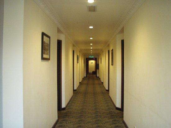 Hotel De' La Ferns: the hallway
