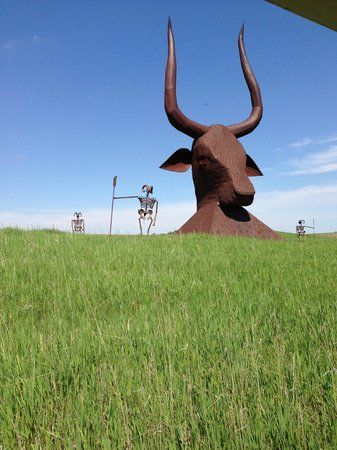 Montrose, SD: Giant bull sculpture you can see from I-90