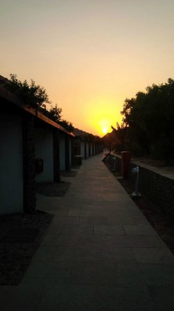 JA Hatta Fort Hotel : A view of the sunset from just outside the room door