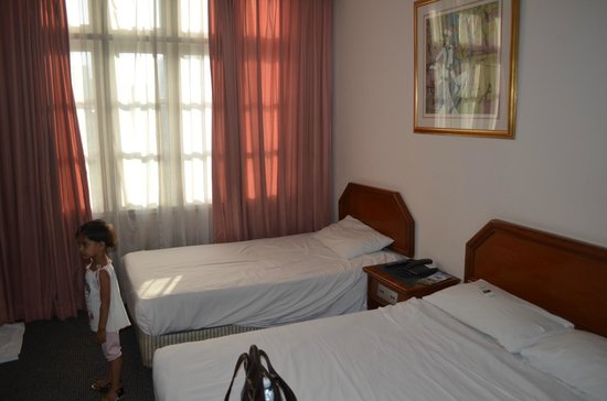 โรงแรมเพนต้า: family room