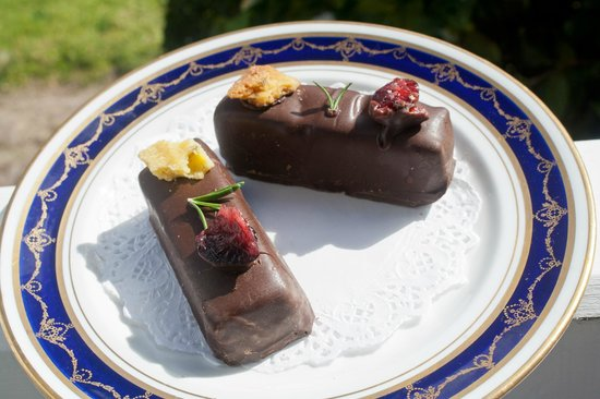 Whiskey Gully Wines and Beverley Vineyard Restaurant: WGW's cranberry and rosemary florentines