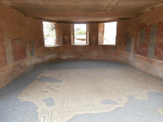 Roman Theater (Teatro Romano): Casa con mosaico presso il teatro