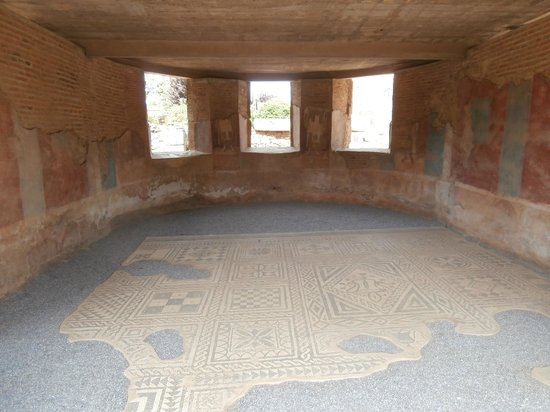 Teatro Romano de Mérida: Casa con mosaico presso il teatro